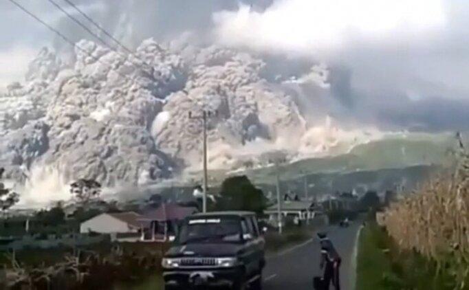 Endonezya yanardağ patlama anı! Merapi Yanardağı videosu