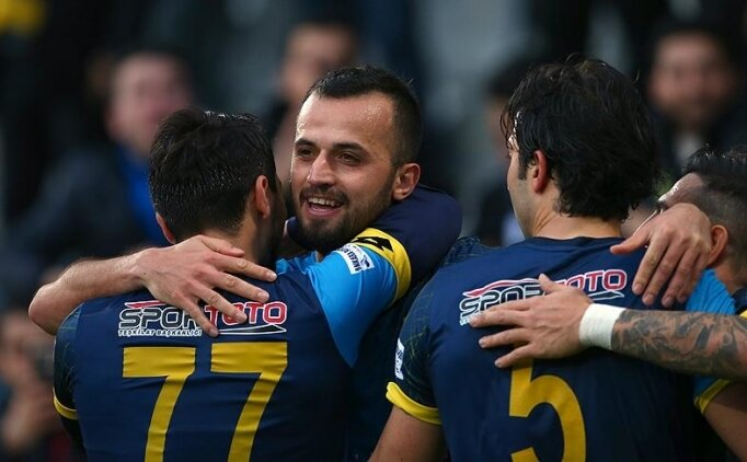 Kayserispor, İlhan Parlak'ı transfer etti