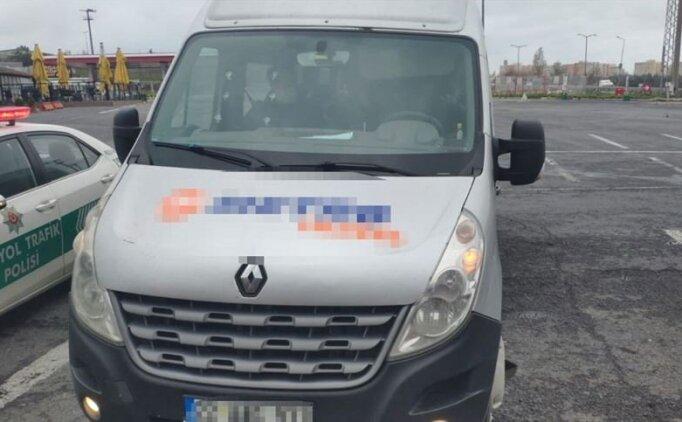 İstanbul'da koronavirüs tedbirlerine uymayan minibüse ceza kesildi