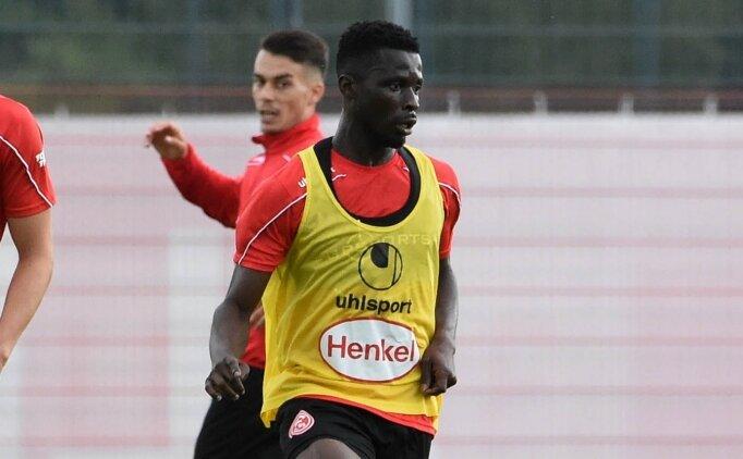 Fenerbahçe, Nana Opoku Ampomah ile görüştü ama...