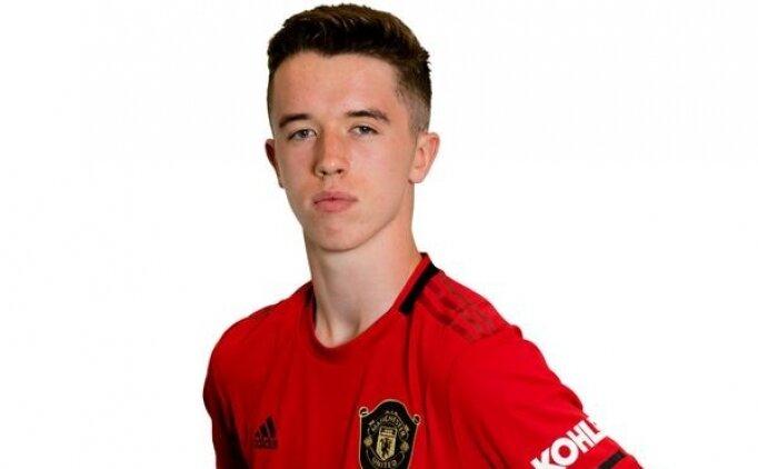 Manchester United'dan Phil Neville'ın oğluna sözleşme