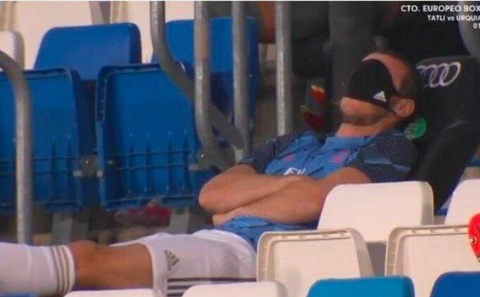 Gareth Bale oyuna alınmayınca uyudu!