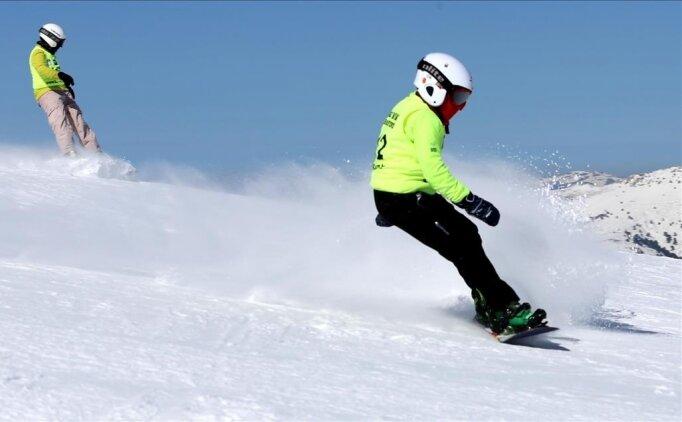Hakkarili gençlerin snowboard heyecanı