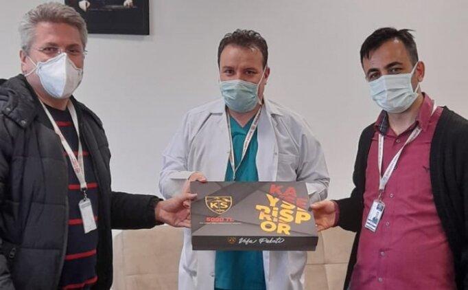 Sağlık çalışanları Kayserispor'un 'Vefa Paketini' destekledi