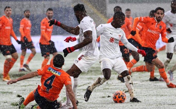İstanbul'da karlar altında: Başakşehir 1-1 Sivasspor