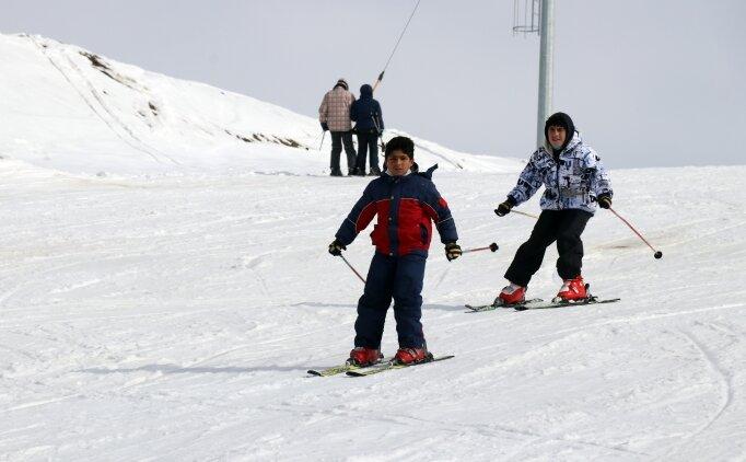Ağrılı çocuklar geleceğin milli kayak sporcusu olmaya hazırlanıyor