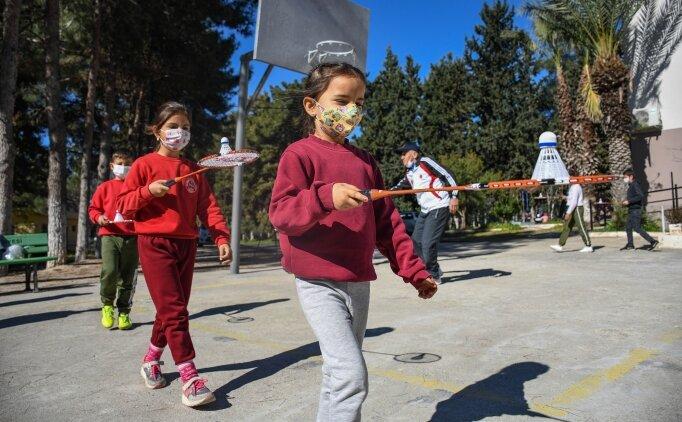 Köy köy gezip çocukları badminton sporuyla tanıştırıyorlar