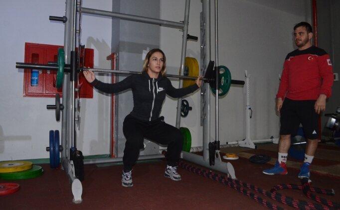 Milli sporcu Buse Tosun 'kadın güreşinde Türkiye'ye ilk olimpiyat madalyası' hedefi için form tutuyor