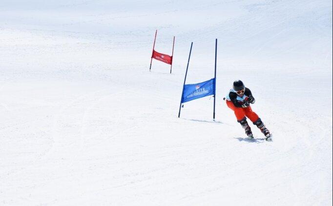 Hakkari'de 2 yılda 22 bin kişiye kayak eğitimi verildi