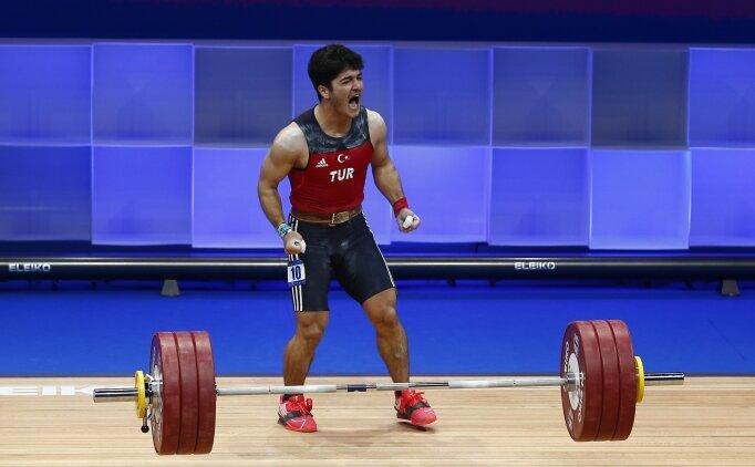 Muhammed Furkan Özbek, halterde Avrupa şampiyonu!