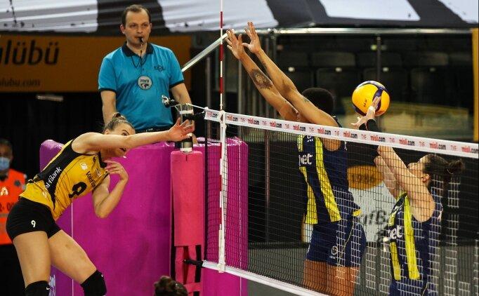 Finalde Vakıfbank, Fenerbahçe Opet'i ağırlıyor