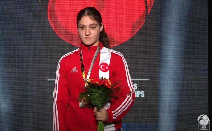 Büşra'dan altın madalya!