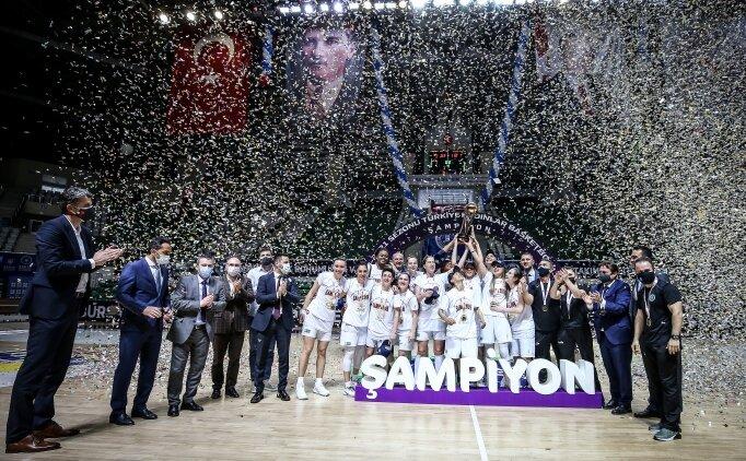 Bursa Büyükşehir Belediyespor şampiyonluk kupasını aldı