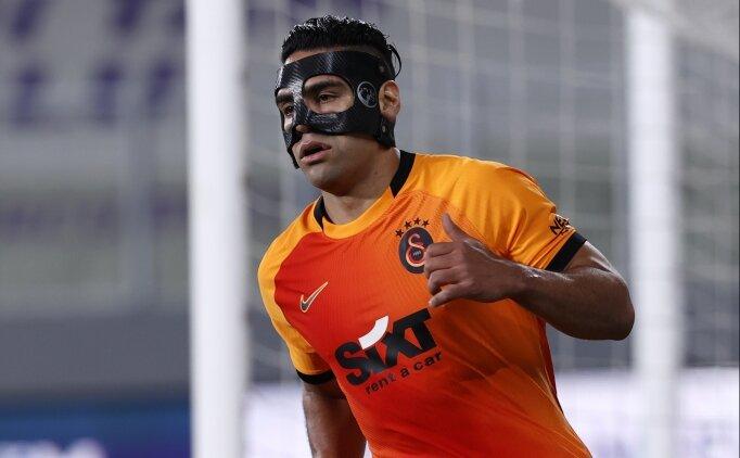Galatasaray'da 14 takıma bedel yedek kulübesi