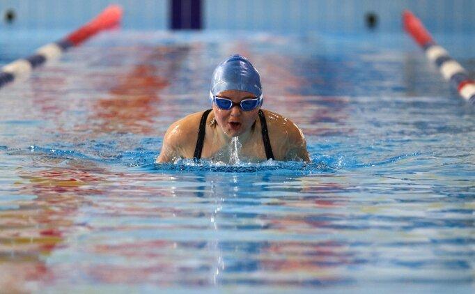 Down sendromlu sporcu yüzme antrenörü olmak istiyor