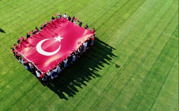Düzce'de genç milli sporculardan A Milli Futbol Takımı'na destek
