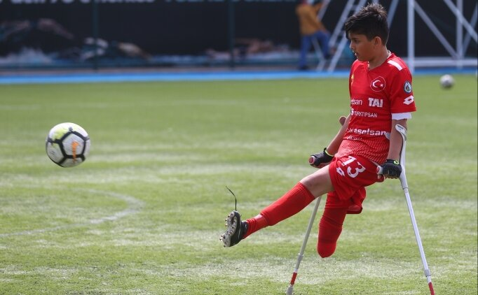 13 yaşındaki Tuncay Efe Hankulu, Ampute Futbol Süper Lig maçlarına çıkmanın sevincini yaşıyor