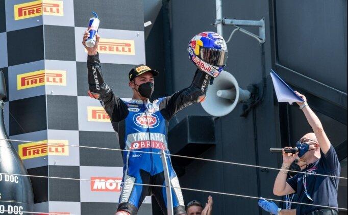 Milli motosikletçi Toprak Razgatlıoğlu, İspanya'da son yarışta da birinci oldu