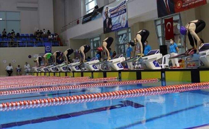 200 metre karışıkta 14 yaş Türkiye rekoru