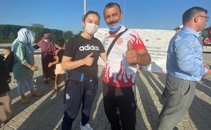 Nuray, Düzce'de çiçeklerle karşılandı