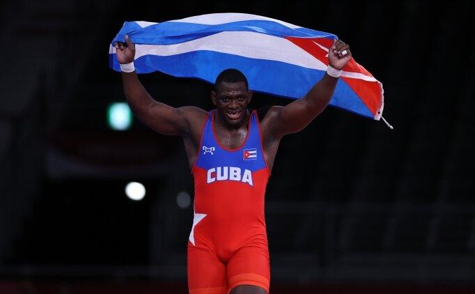 Kübalı güreşçi Lopez'den tarihi başarı