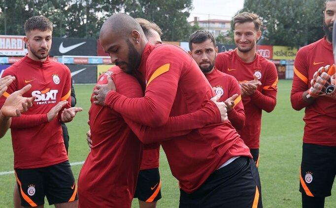 Marcao ve Kerem Aktürkoğlu el ele tribüne gitti