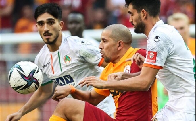 Galatasaray'da Feghouli yokları oynadı