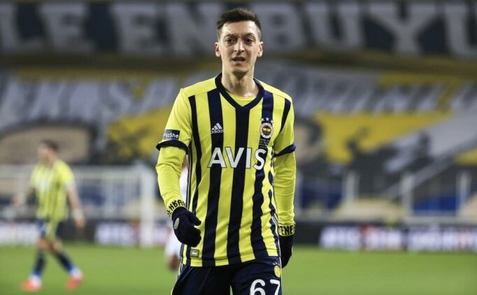 Mesut Özil, Kızılay'a 100 bin euro bağışladı