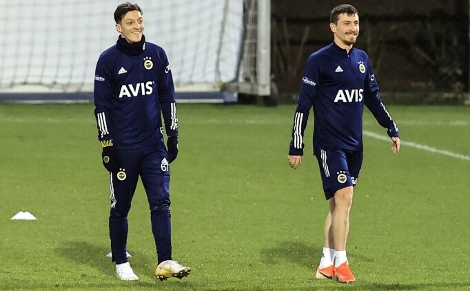 Mesut Özil'den Mert Hakan'a: 'İşte bu, koçum benim!'