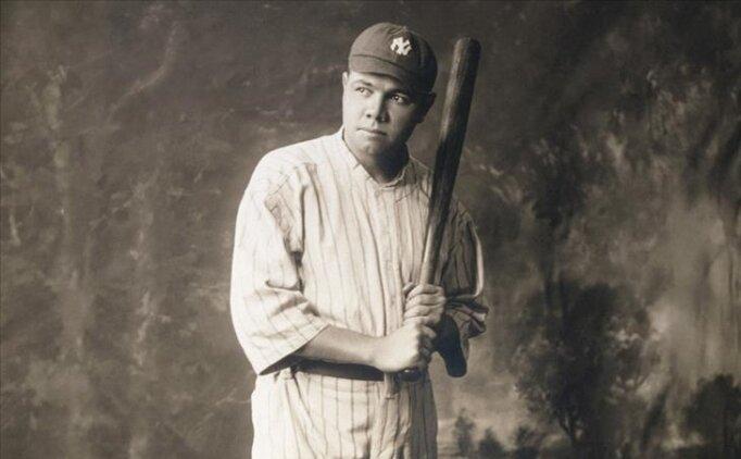 Beyzbol efsanesinin oyuncu kartı rekor ücretle satıldı