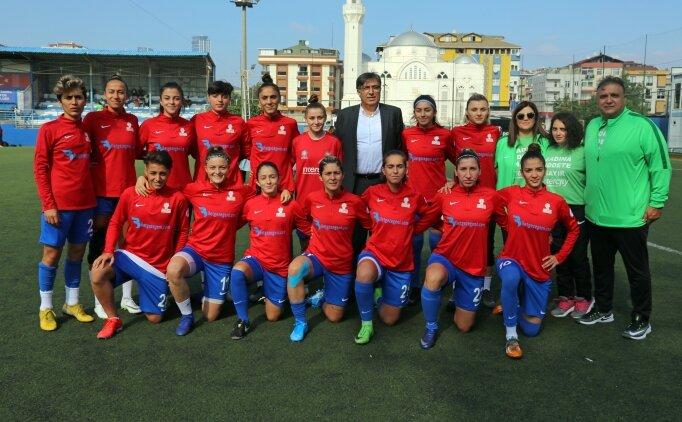 Ataşehir Belediyespor Kadın Futbol Takımı oyuncularının hedefi ligde şampiyonluk
