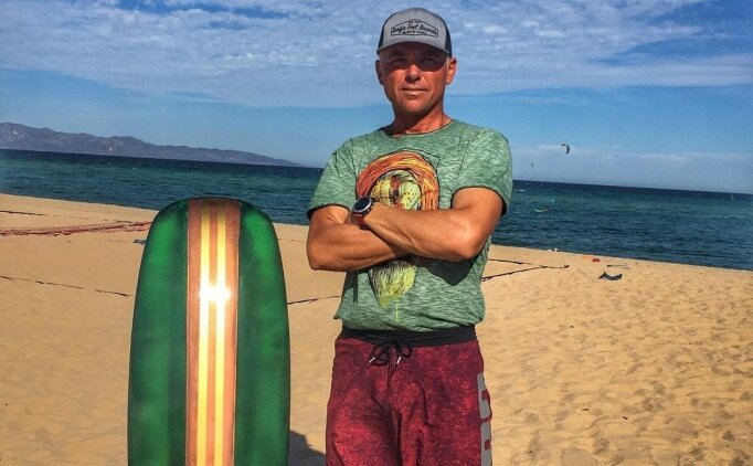 Yelkende milli kitesörfçü Ejder Ginyol İtalya'da birinci oldu
