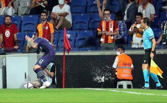 PSV'li oyuncuya su şişesi atıldı