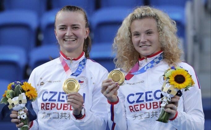 Teniste çift kadınlarda altın madalya Krejcikova - Siniakova ikilisinin!