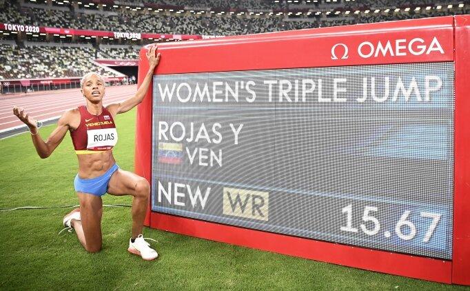 Kadınlar üç adım atlamada dünya rekoru!