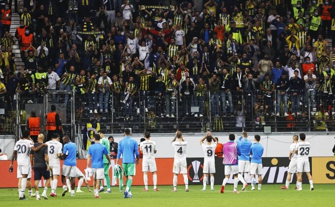 Fenerbahçe'de futbolculardan dikkat çeken görüntü
