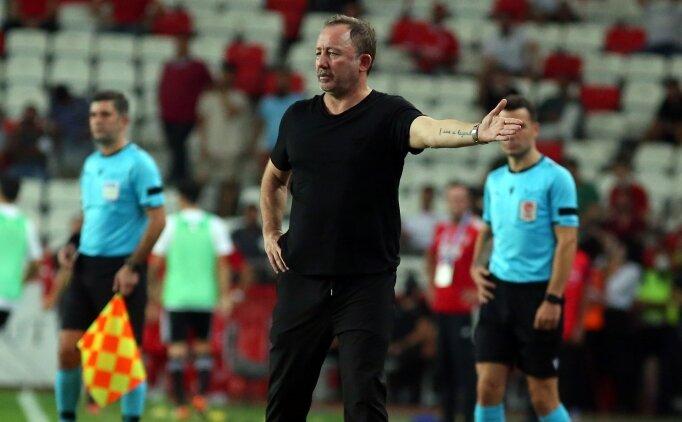 Beşiktaş'ta kulübe çatırdıyor