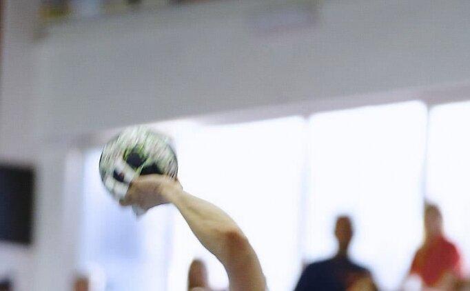 Hentbolda ertelenen 9. hafta maçı oynandı