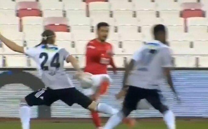 Sivasspor - Beşiktaş maçında penaltı tartışması