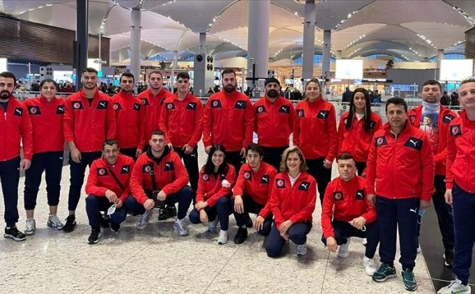 Milli boksörler Bulgaristan'da çeyrek finalde