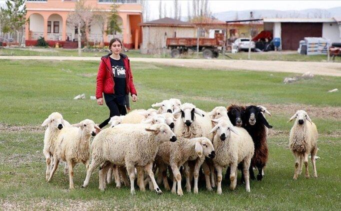 Koyun ve kazların peşinde form tutan Rabia Özel'in hedefi milli formayı terletmek