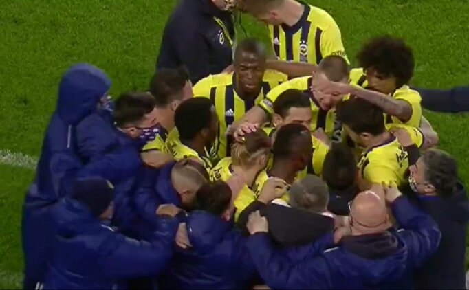 Fenerbahçe'de golden sonra herkes Emre Belözoğlu'na koştu!