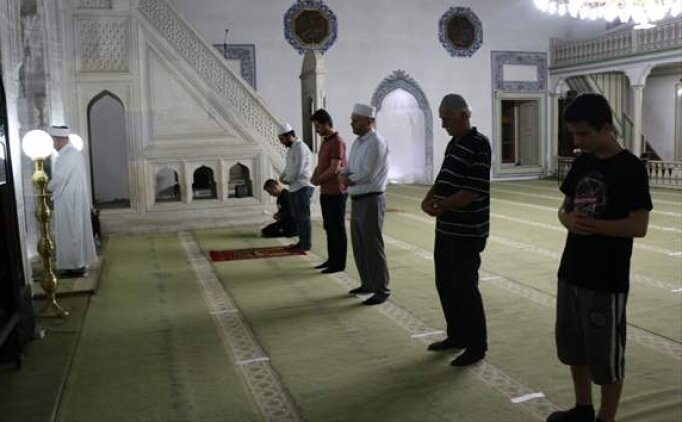 Teravih namazından sonra okunan dua Arapça okunuş
