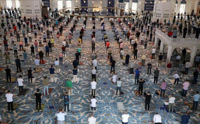 İstanbul'da camiler bayram namazında açık olacak mı?
