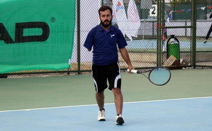 Kortların tek kollu tenisçisi azmiyle engelli bireylere örnek oluyor