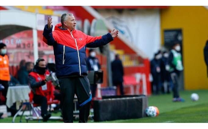 Petrescu: 'Sumudica bana Süper Lig'i övdü'