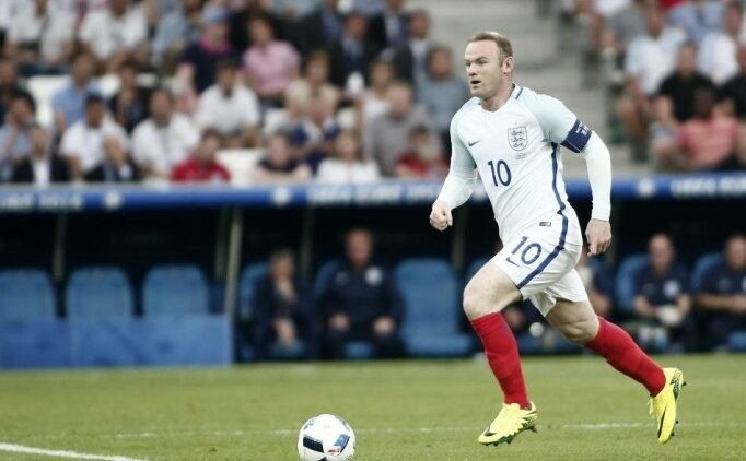 Wayne Rooney, kendi oyuncusunu sakatladı!