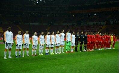 Galatasaray taraftarından 'Kümede kal Fenerbahçe' tezahüratı