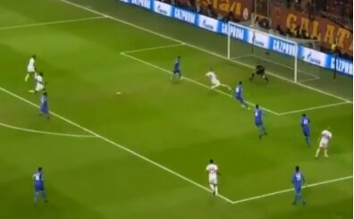Eren Derdiyok, inanılmaz bir gol kaçırdı! Taraftarı çıldırttı...