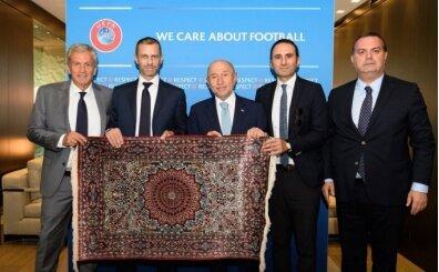Kasapoğlu ve Özdemir'den UEFA Başkanı Ceferin'e ziyaret